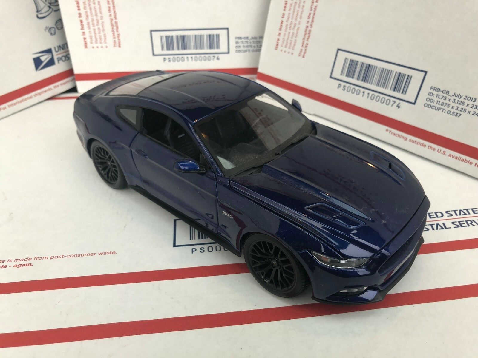 2015 FORD Mustang GT Coupe 1 18 Scale Maisto Diecast Model Blau