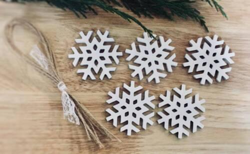 wooden hanging Snowflake Decoration Rustic Nordic White 5x snowflakes xmas 4 cm