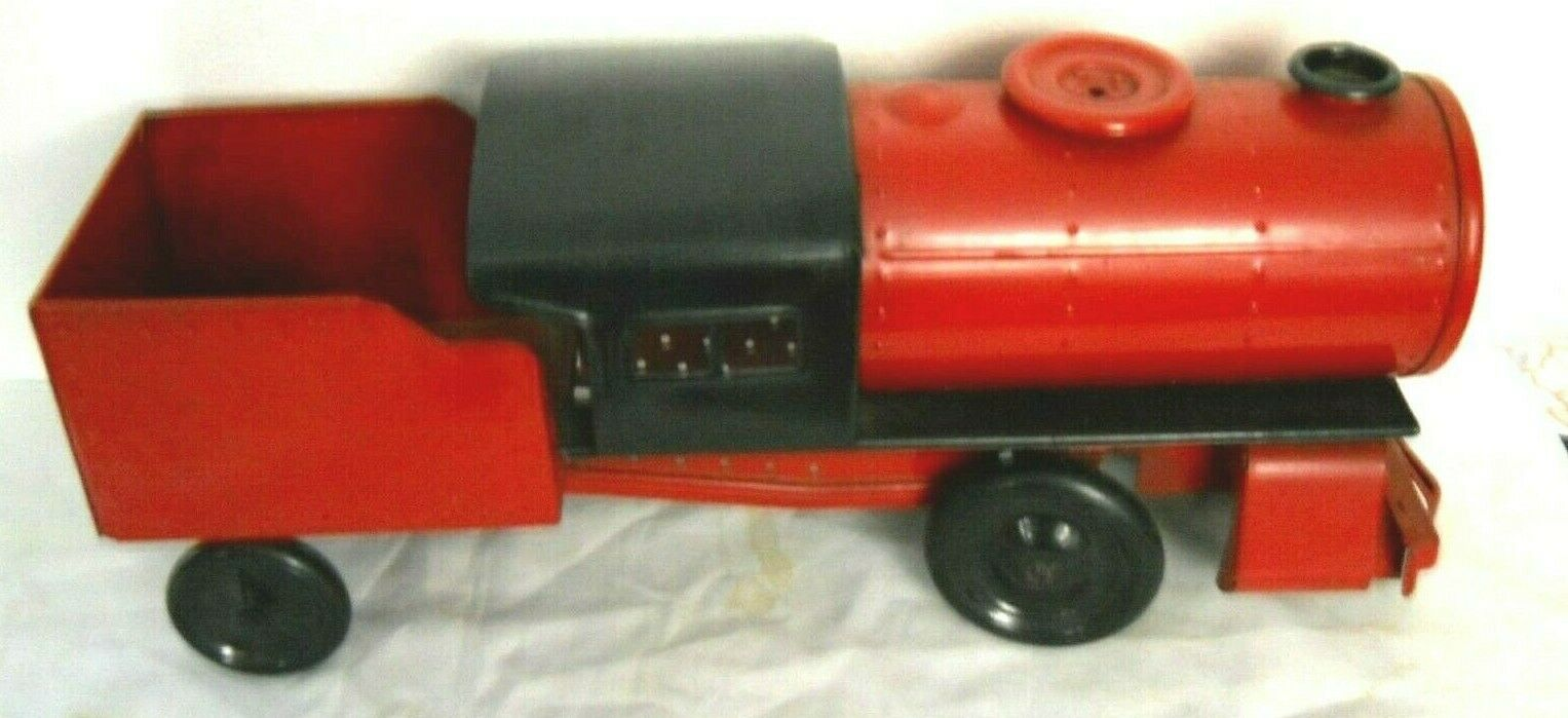 Vintage Steelcraft  Twentieth Century Ltd  Ride-on Locomotive and Freight Car