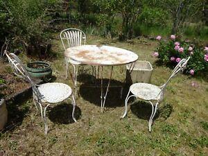 Détails sur ANCIENNE TABLE DE JARDIN VINTAGE RONDE EN FER + 3 CHAISES ART  DECO