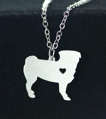 Halskette mit Anhänger. Schmuck Hund Mops mit Herz