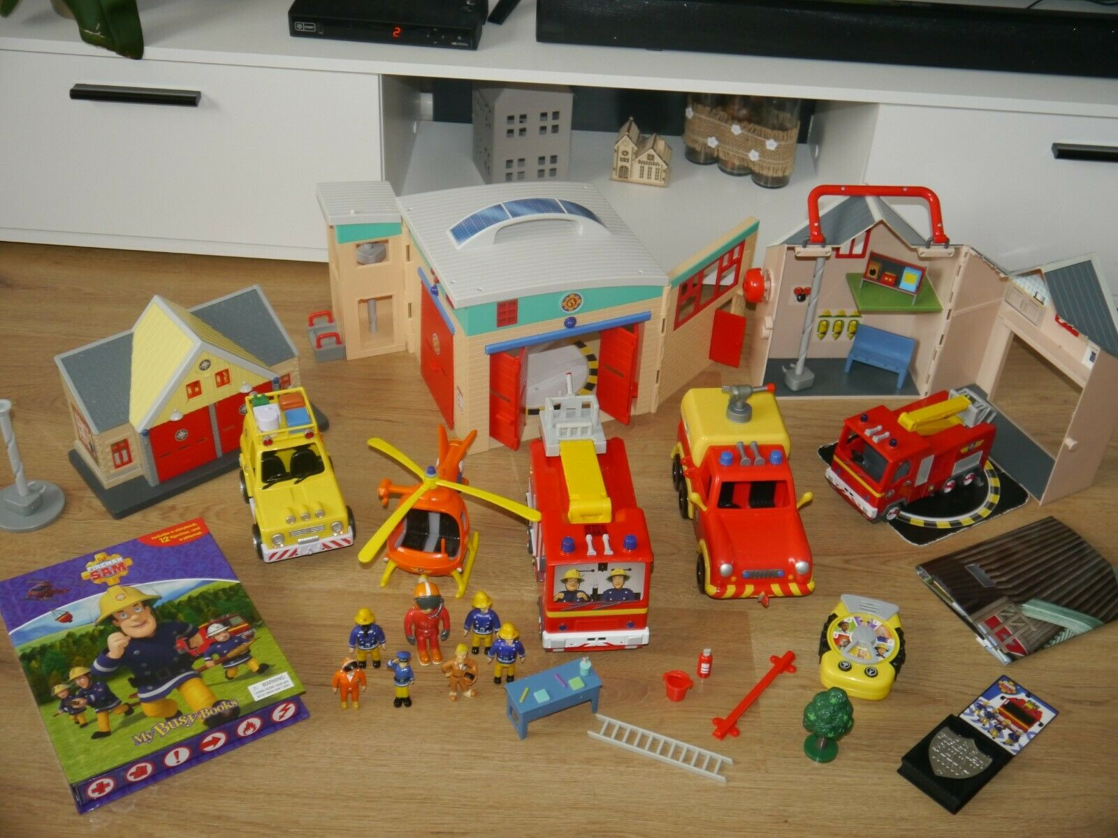 Fireman Sam Large Bundle Toys_3 Buildings_5 Vehicles_7 Figures & Many Many Many More_31 2d5d08