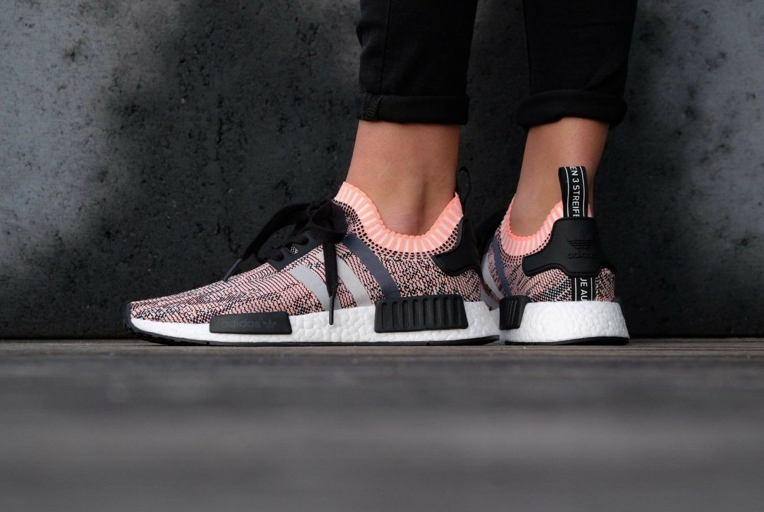 info for c00cd bfaf7 ADIDAS NMD R1 Primeknit TRIcoloreE TRIcoloreE TRIcoloreE Glitch rosa  Salmone BB2361 Nuovo Regno Unito TAGLIE 4 5 6 7cf1b0