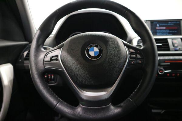 BMW 118i 1,5 Connected aut. billede 3