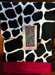 """Mainstays BEACH TOWEL 34"""" X 64"""" GIRAFFE Print with HOT PINK Hem NEW with TAGS"""