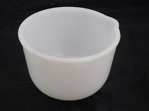 Glasbake-Sunbeam-White-Milk-Glass-Small-Mixing-Bowl-w-Pour-Spout-For-Mixmaster