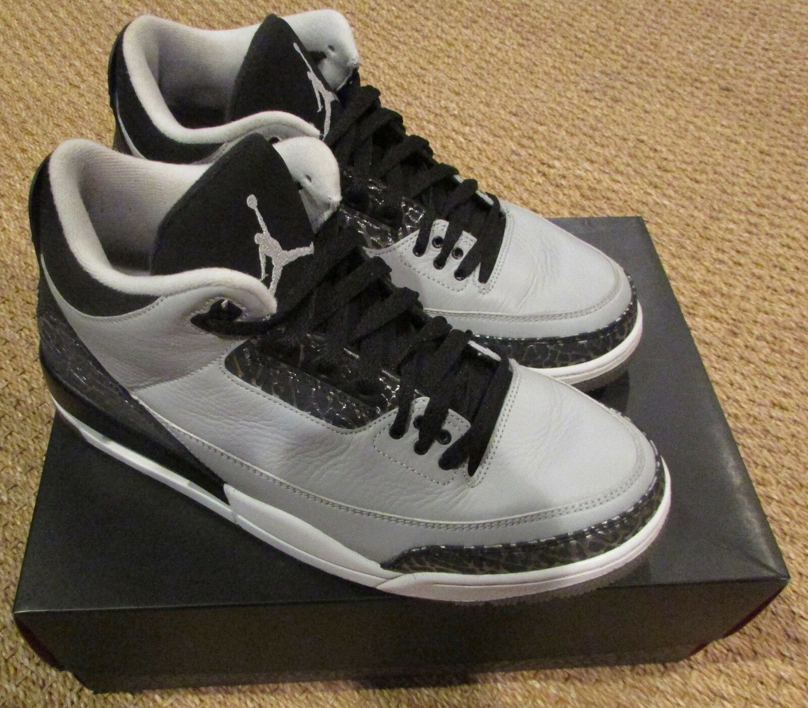 Air Jordan 3 Retro Wolf Grey Size 10 in Original Box 136064-004