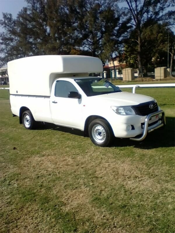 2016 Toyota Hilux 2.0 VVT-i, White with High Volume Canopy &  120000km available now!