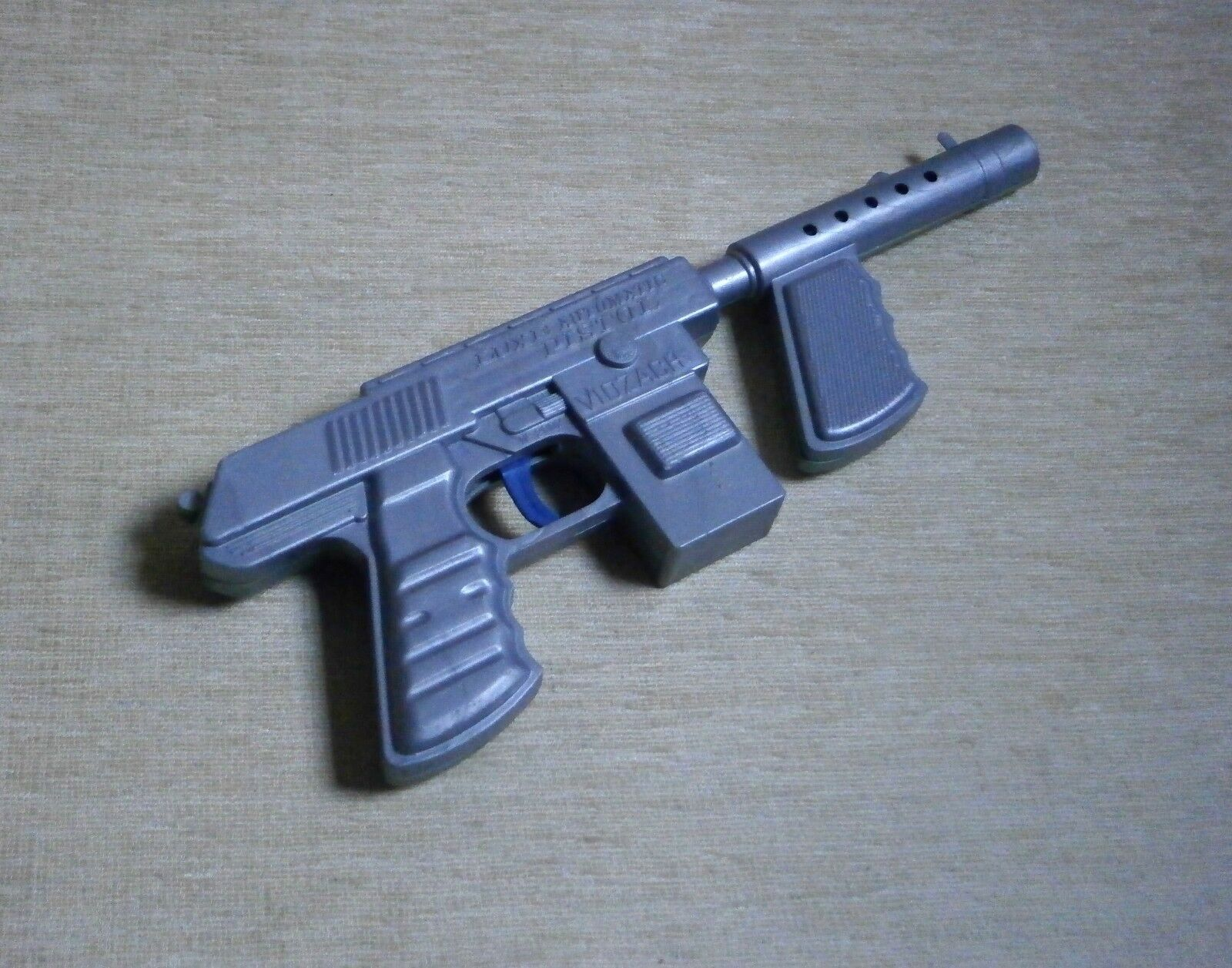 LUXE   SPACE GUN New Grey Plastic Made in Greece VIOZACH Greek Vintage Rare