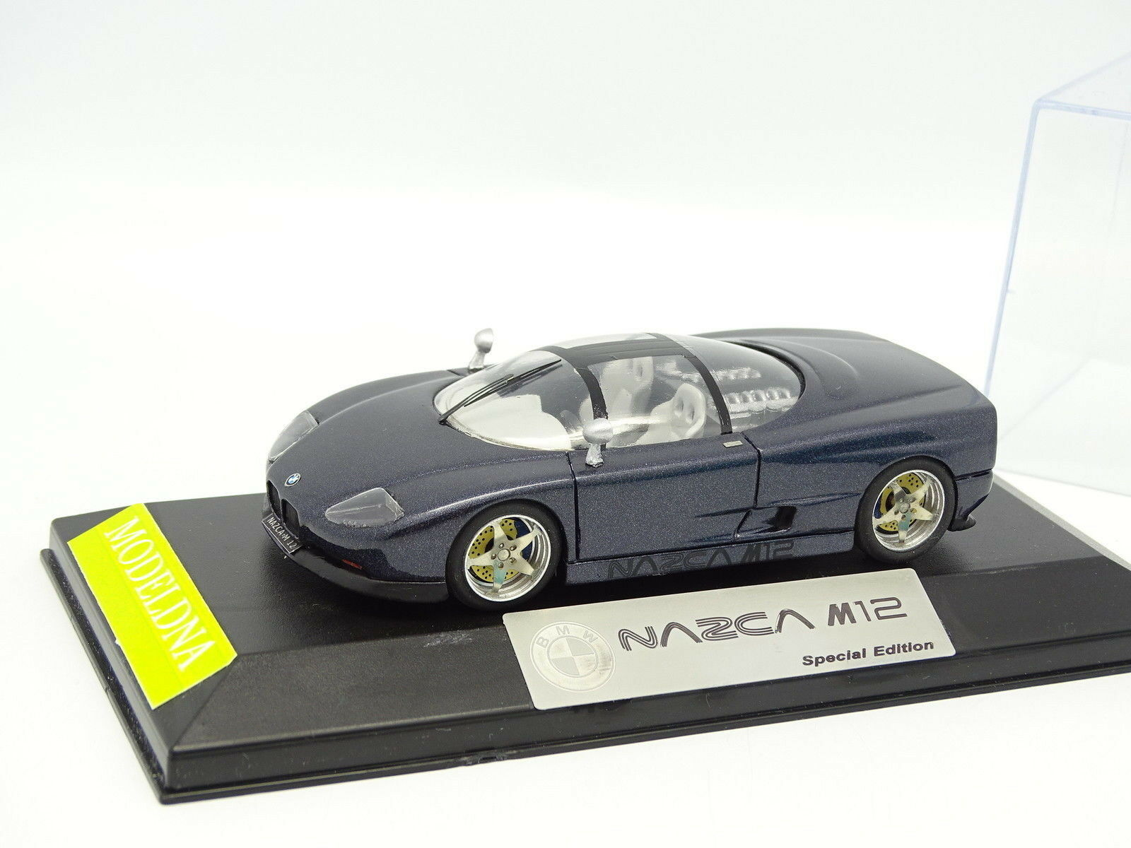 Modeldna Set aufgebaut 1 43 - BMW Nazca M12 blue