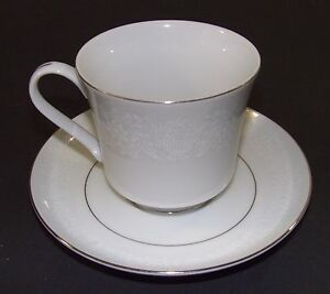 Vintage-Crown-Victoria-Fine-China-LOVELACE-Footed-Cup-amp-Saucer