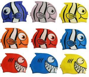 26454081302f Caricamento dell'immagine in corso Bambini-Piscina-Silicone-Cuffia -Nuoto-Pesce-Squalo-Cartone-