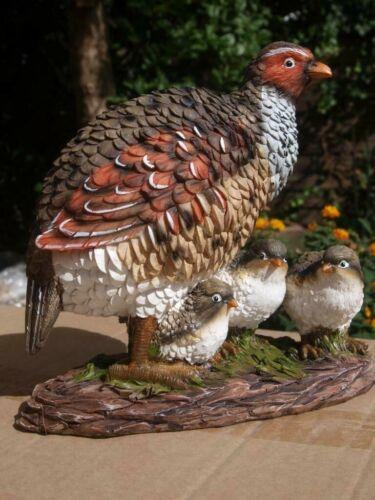 Fasan Rebhuhn 3 Küken Deko Figur  lebensgroß  Huhn  Garten Figur NEU