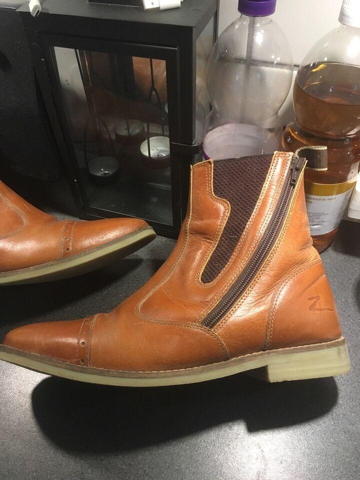 Andet, Kort ridestøvle/sko