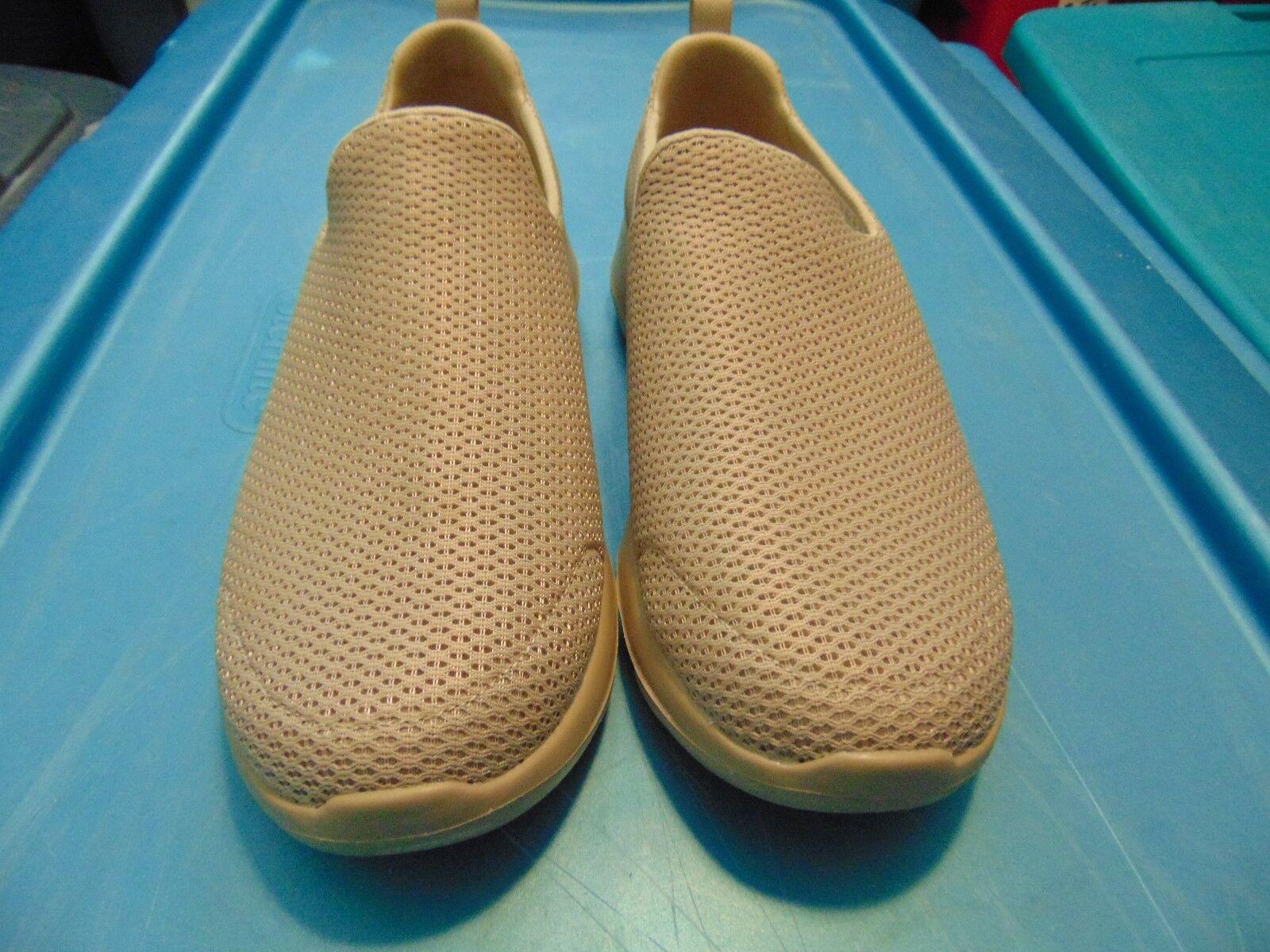 NWOT Men's Skechers GoGa Max Beige shoes-11