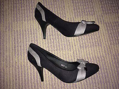 * Preciosa Negro y Gris efecto ante zapatos de tacón medio talla 3 (36) de Donna Moda
