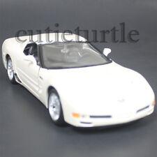 Maisto 2002 Chevy Corvette Z06 1:24 Diecast Model Car 34989 White