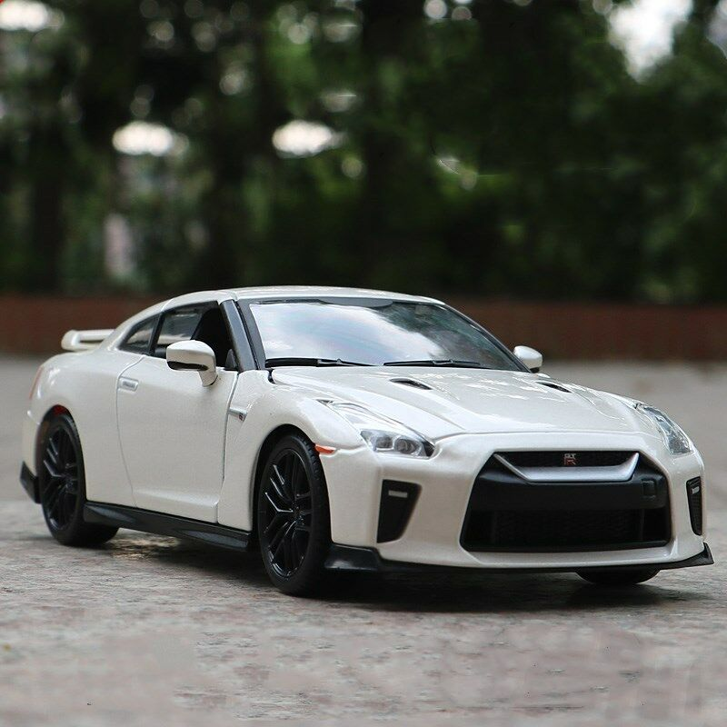 Nissan GT-R 2017 Model Cars Toys 1 24 Collection & Gifts White New Alloy Diecast