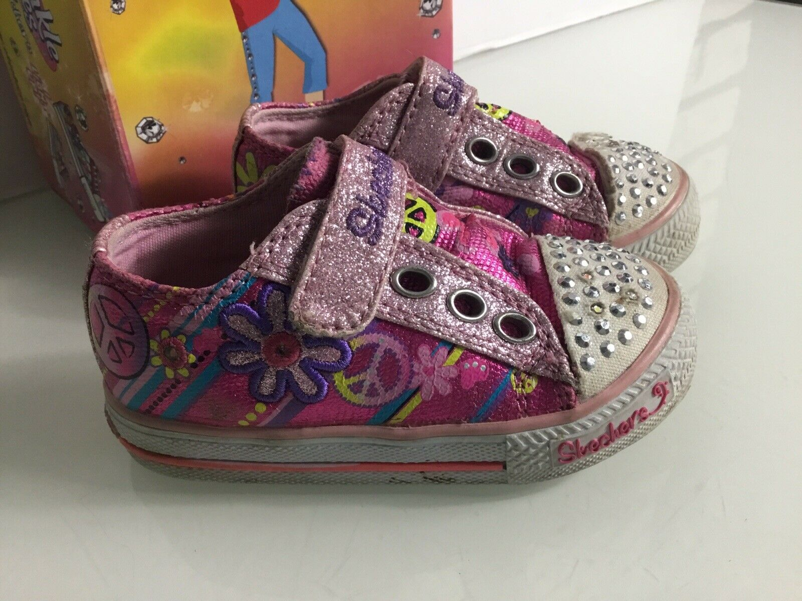 BNIB Skechers Lights light up girls trainers size UK 13.5 EU 33