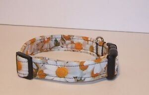 Wet-Nose-Designs-Cheerful-All-Over-Daisies-Dog-Collar-Flowers-Floral-Spring