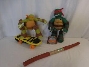 Peluche parlante de Mikey Tmnt faisant du skateboarding avec des tortues ninja adolescentes