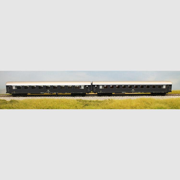 Set 2 carrozze di cui una di tipo 23500 e una 33000 - Art. Acme 55160