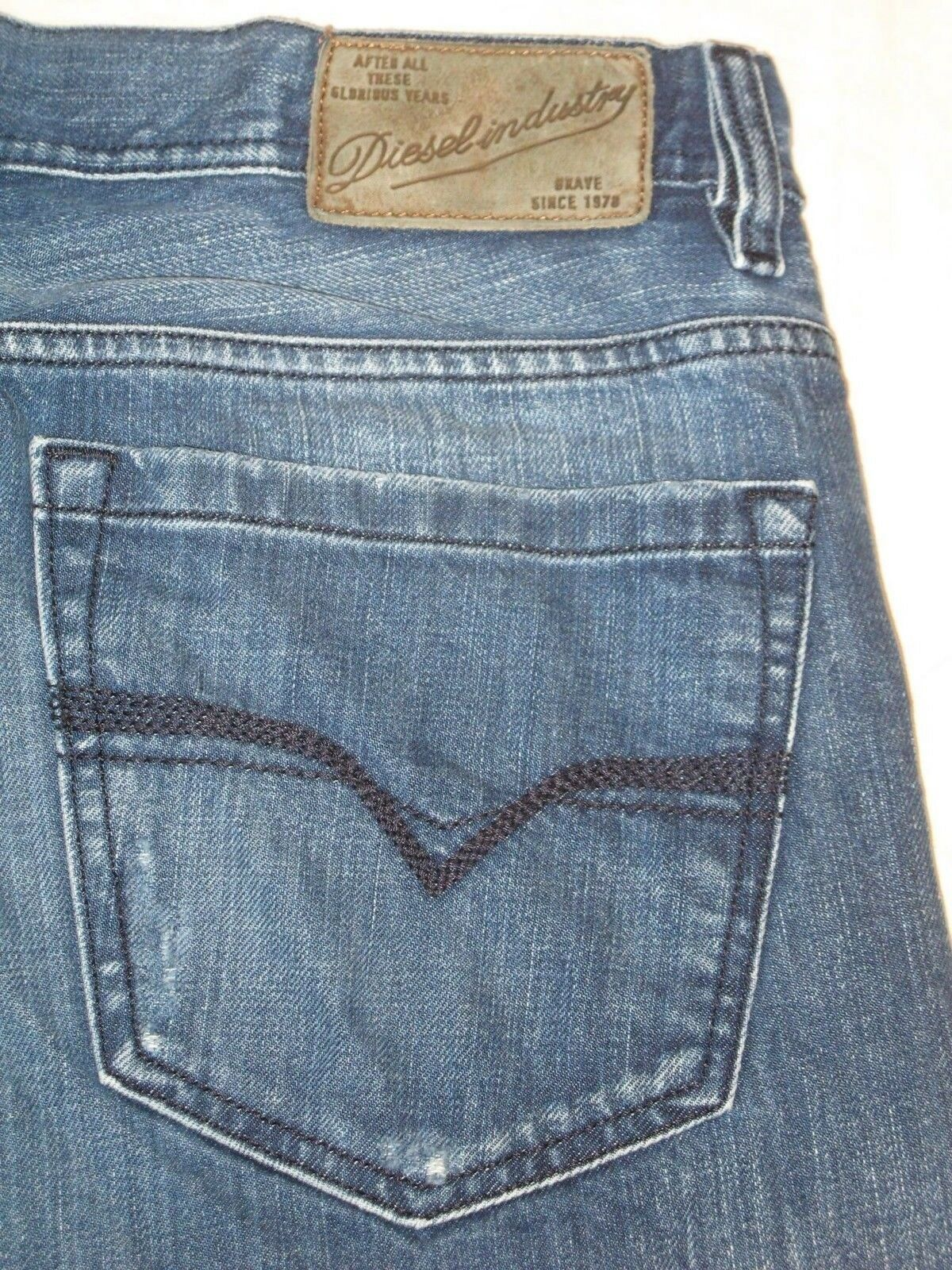 Diesel Quratt Jeans Men Sz 33 X 27 Relaxed Straight Leg Distressed 8GA