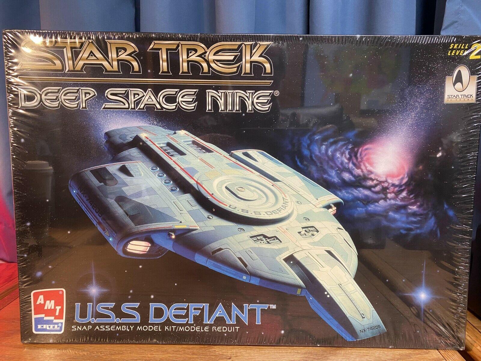 DS9 COMPLETE SET OF 277 INCLUDING U.S.S STAR TREK CCG DEEP SPACE NINE DEFIANT