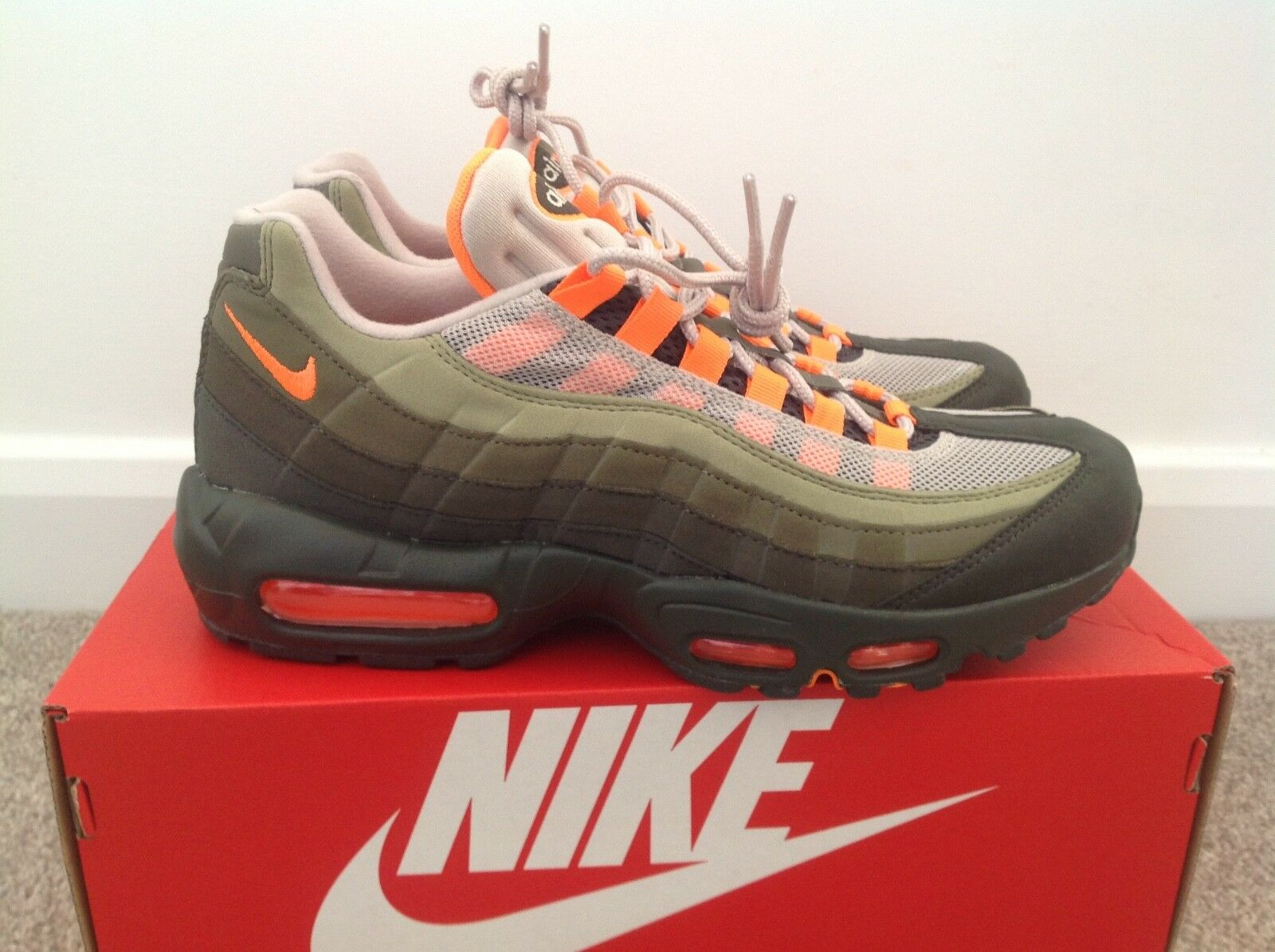 newest collection 2fb6a 6334a Nike Air Max Max Max 95 Og Olive total Orange US 8.5 EntièreHommes t neuf  dans sa boîte 100% Authentique 1a8319