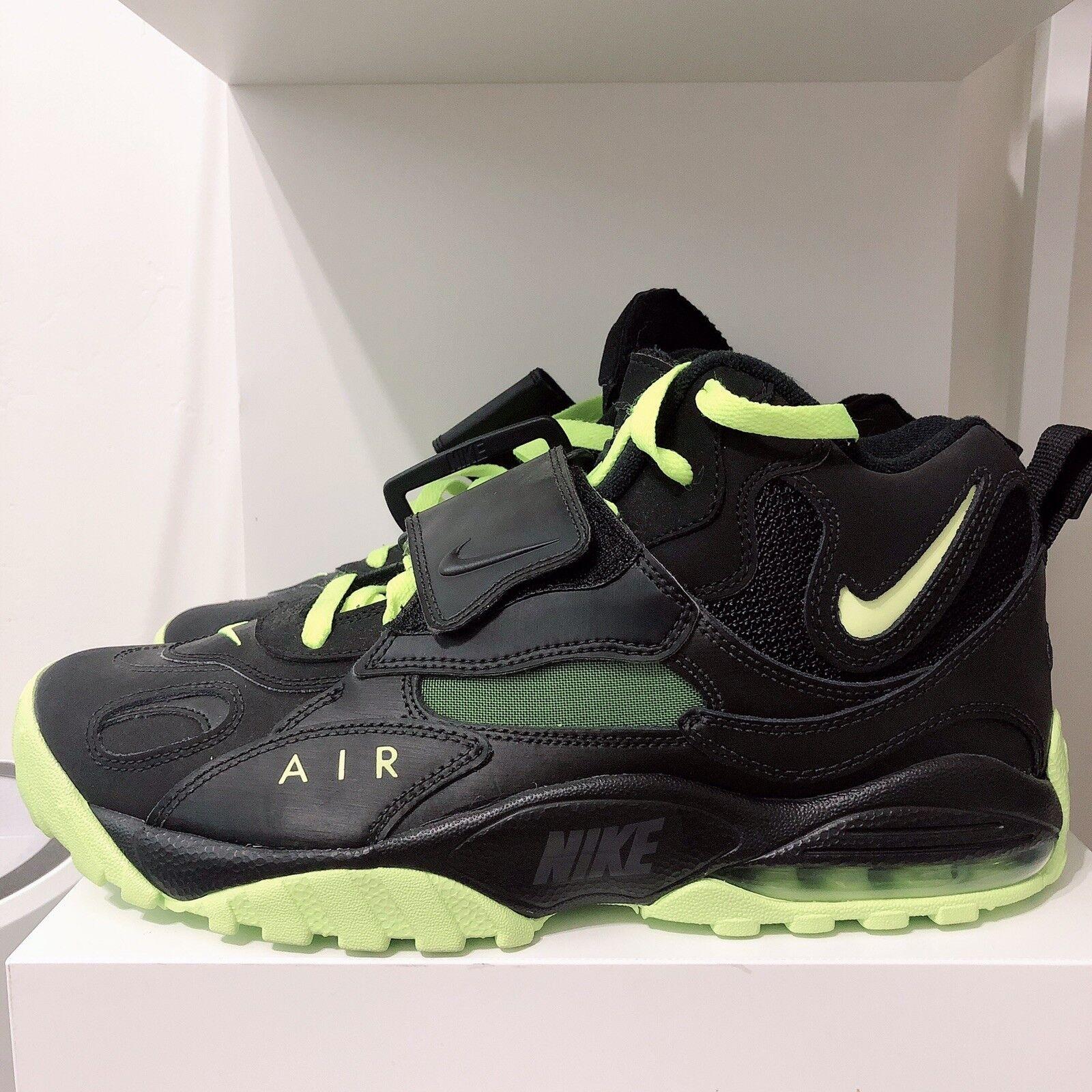 Nike Air Max Turf Sz 10 Black volt Football shoes