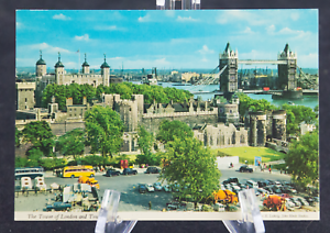 Postcard-The-Tower-of-London-and-Tower-Bridge-70s