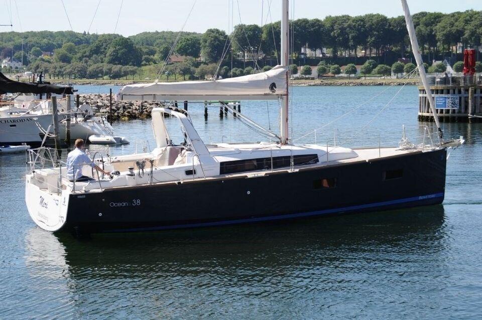 Beneteau Oceanis 38 DOCK and GO, årg. 2014, fod 38