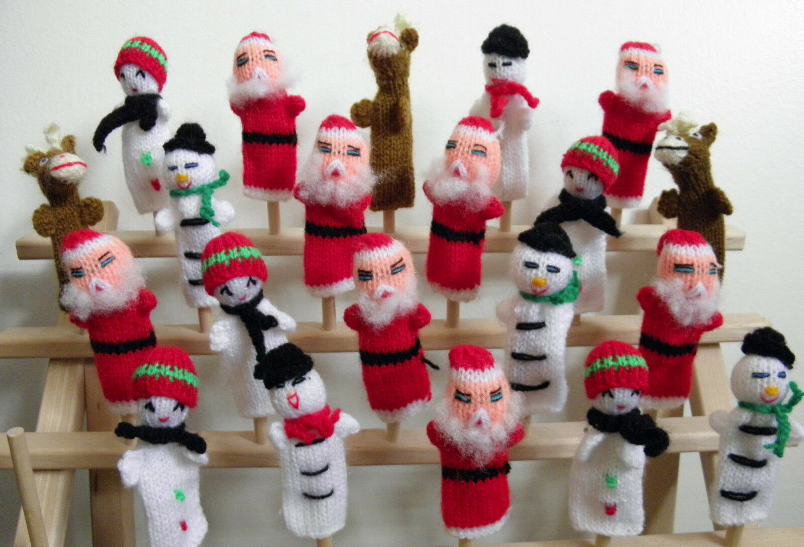 100 New From Peru Knitted Finger Puppets Christmas Santa, Snowman, Reindeer