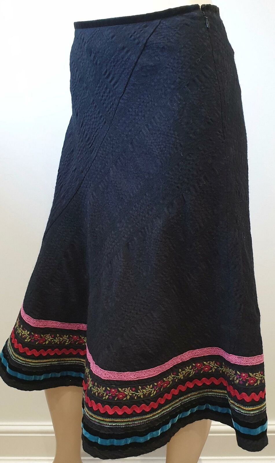 BRORA Nero Cotone & Lana ricamato taglia Media Lunghezza Flare Boho Gypsy Gonna UK8