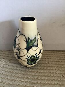 Pretty-Moorcroft-Snowsong-Pattern-Vase-117-5-5-tall-Perfect-Gift