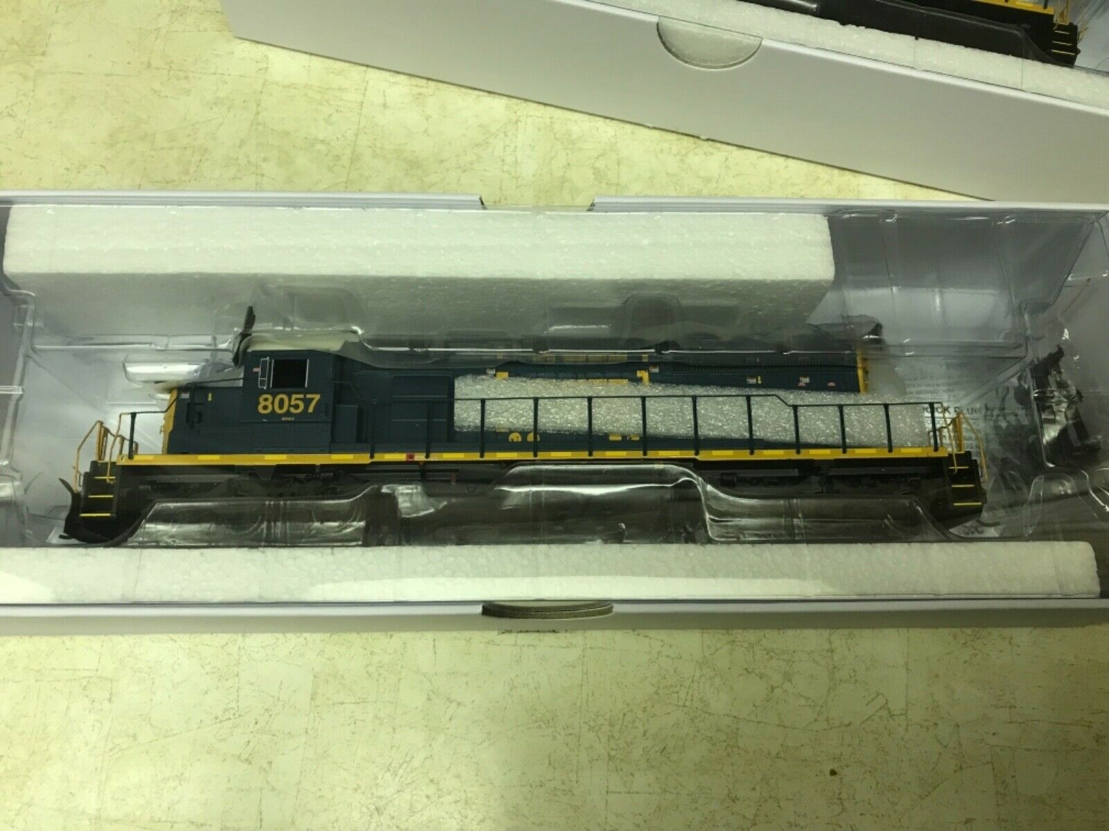 Athearn HO Ready To Roll CXS Locomotive