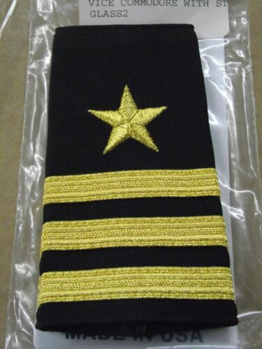 VICE COMMODORE  3 GOLD STRIPES W//STAR  YACHT CLUB