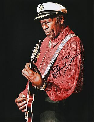 """Autographs-original Music Obliging Chuck Berry Signed Autographed 11x14 W/proof Of Years At """"blueberry Hill"""" F"""