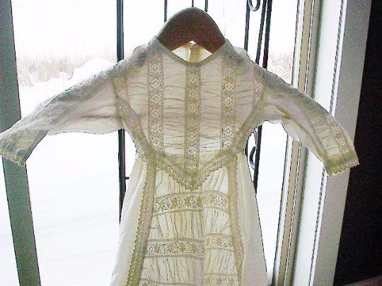 Antiguo Bebé Vestido De Bautizo Bautismo en encaje inglés blancowork Muñeca de grandes