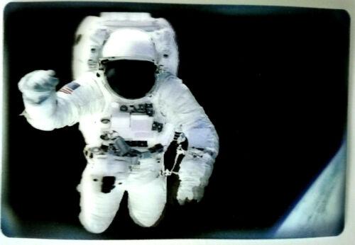 Postkarte 3D ANSICHTSKARTE ⭐️ MAN in SPACE ⭐️ NASA ⭐️ WELTRAUM ⭐️ AK Hologramm