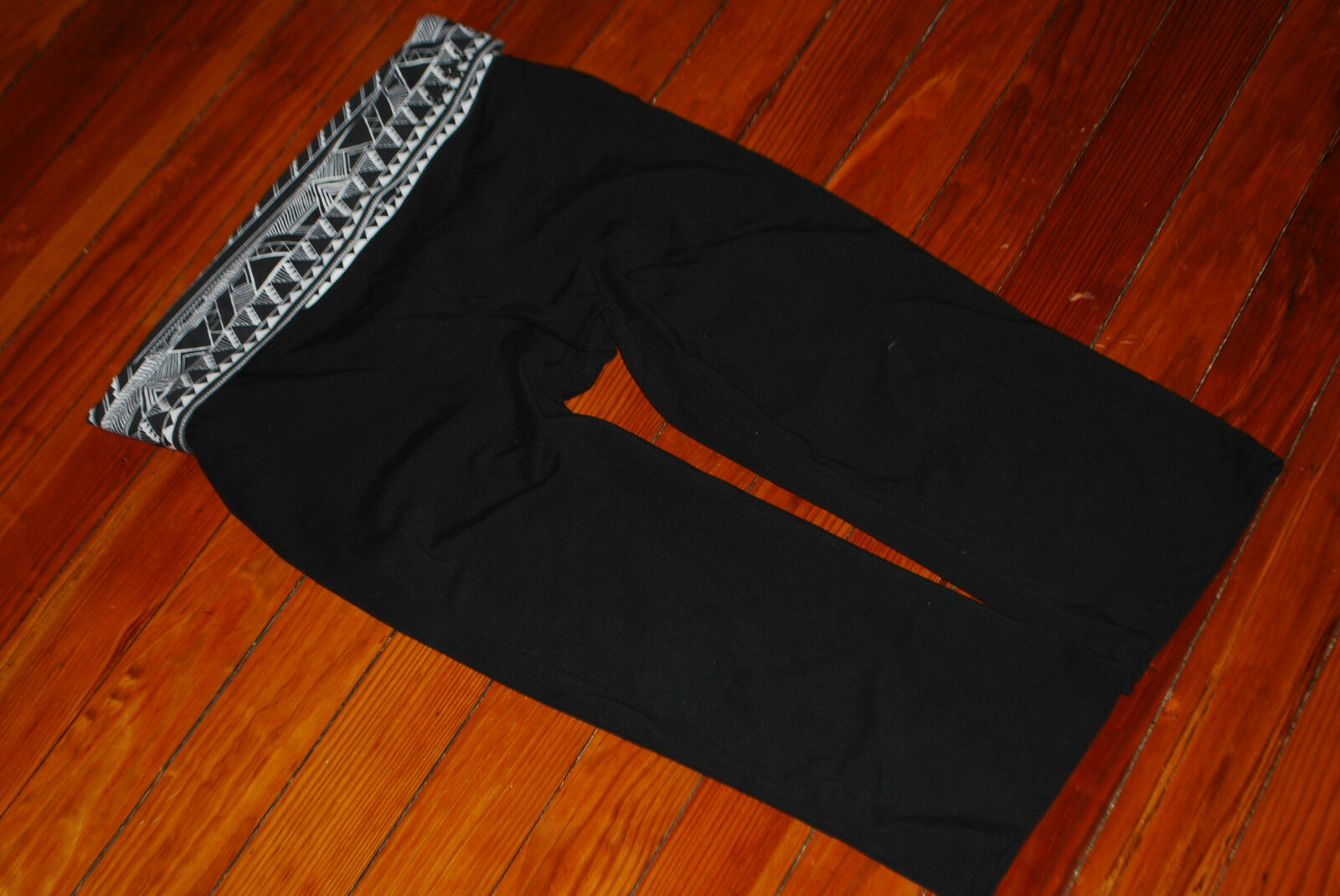 Victoria's Secret VS PINK Rhinestone Geometric Cropped Leggings (Large)