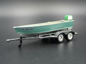 VINTAGE-FISHING-BOAT-ON-TRAILER-1-64-SCALE-DIORAMA-PROP-COLLECTIBLE-MODEL-BOAT