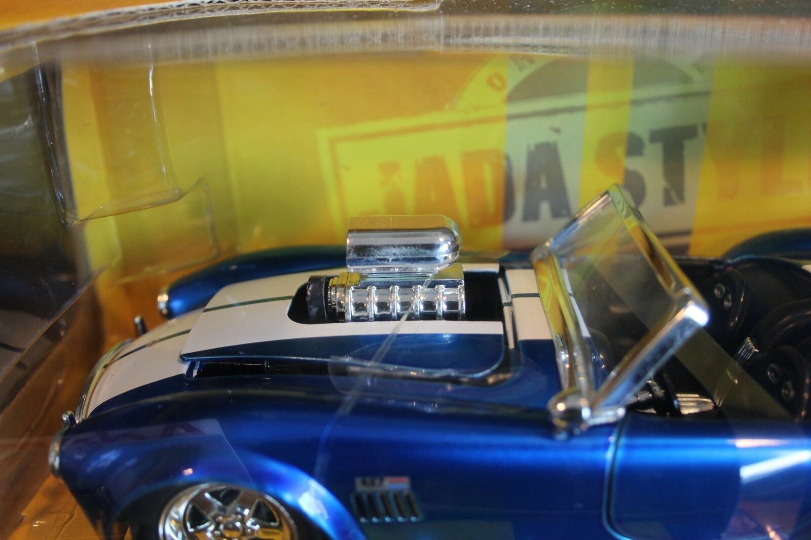 Jada 1965 Shelby Shelby Shelby Cobra 427 blower 1 24 blu with bianca stripes (MG1) 7638f0