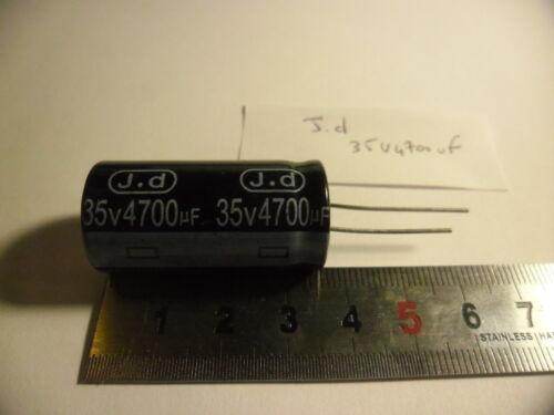 -40+105°C.3,6cmx1,8cm. Condensateur 35V 4700uF.Jd