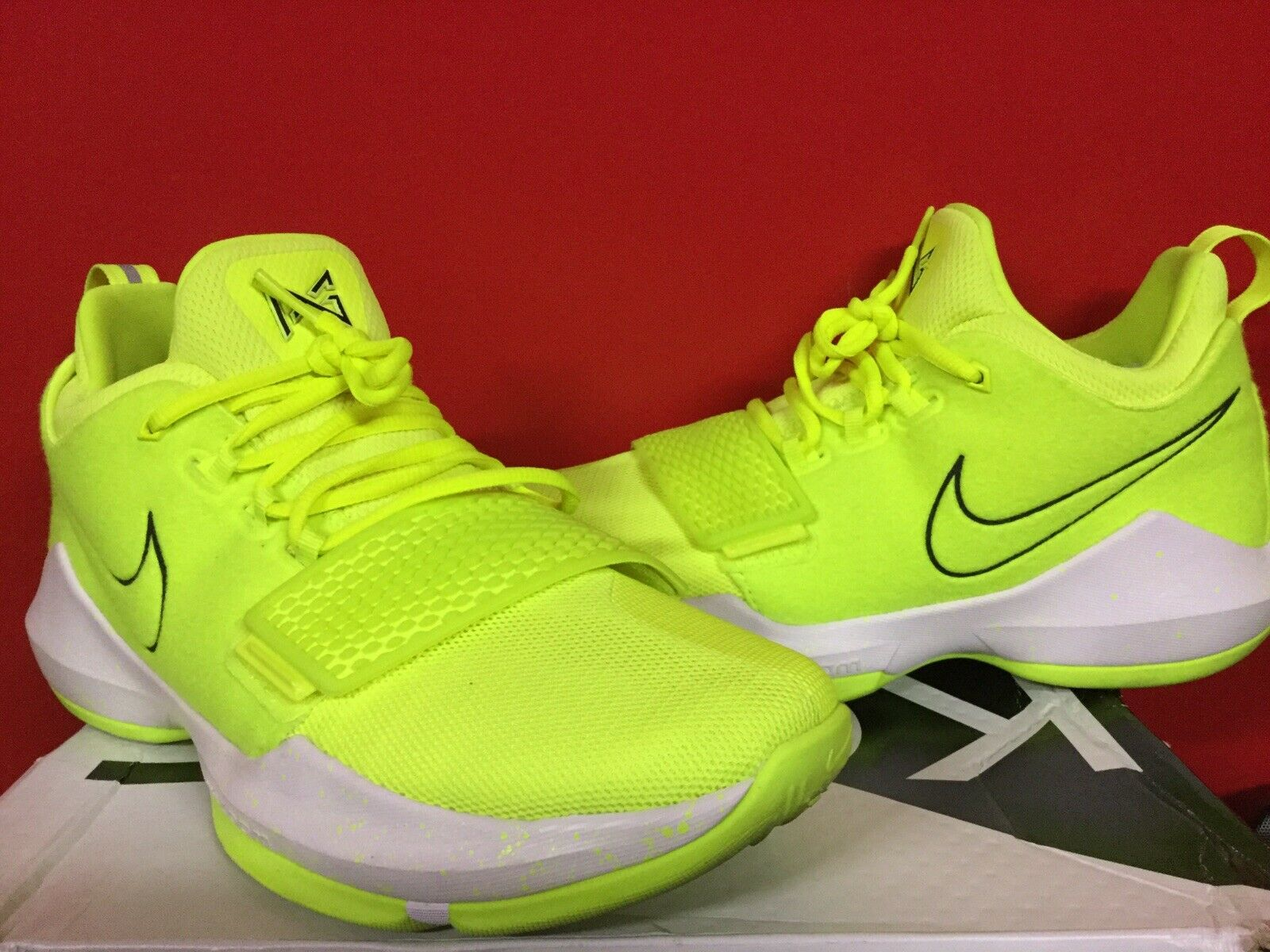 NIKE ZOOM PG1 Volt Tennis Ball SIZE 9.5
