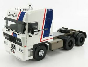 ROAD-KINGS 1/18 DAF   3600 SPACE CAB TRACTOR TRUCK 3-ASSI 1982   WHITE BLUE RED