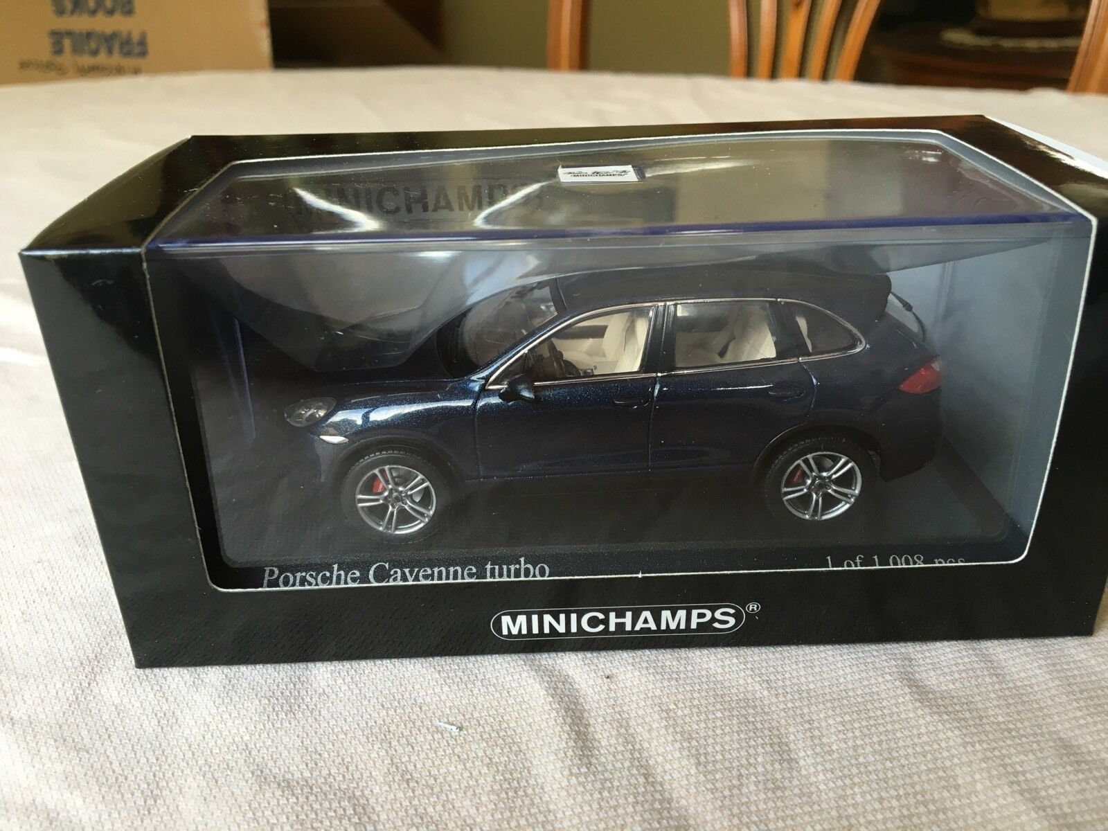 Minichamps Porsche 911 Cayenne Turbo.2010 in Dark bluee Met, 1 43 scale diecast