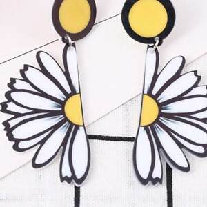 Women-Chic-Acrylic-Daisy-Flower-Pendant-Ear-Stud-Earrings-Party-Jewelry-Fashion