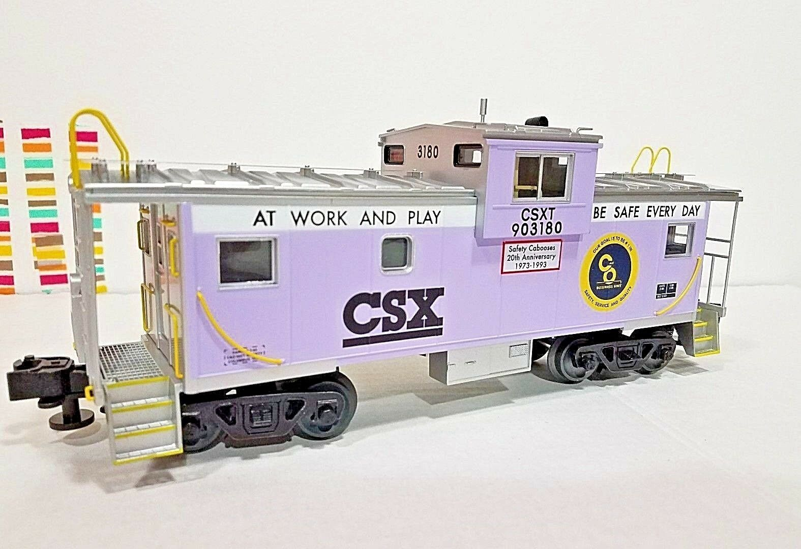 LIONEL   6-84132  CSX WIDE VISION LIGHTED CABOOSE Lavender & Green  Very Nice