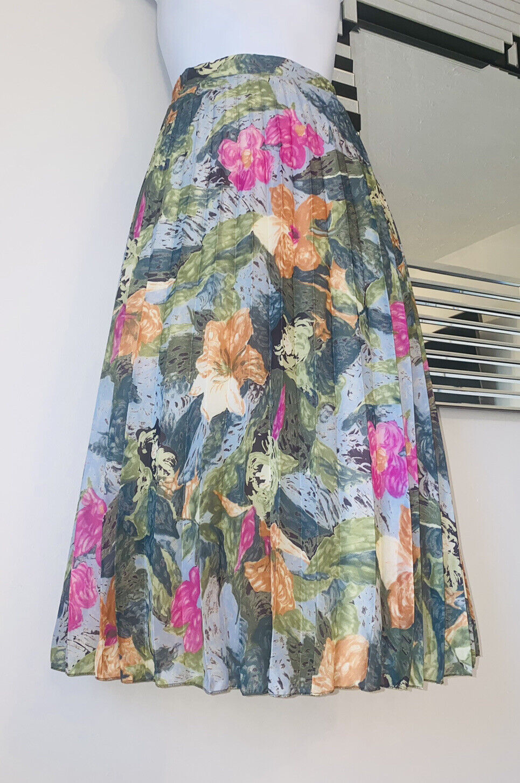 Vintage 60s Green floral Tea Skirt pleated Size 16 Summer Over Knee
